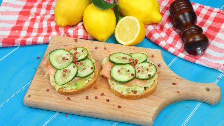 Avocado toast: lo spuntino fresco e goloso