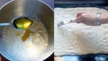 Pochi ingredienti per preparare una focaccia soffice a saporita: ecco la ricetta