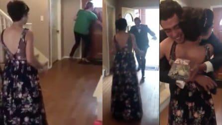 Dopo 10 mesi torna a camminare: la stupenda e toccante sorpresa per il fidanzato