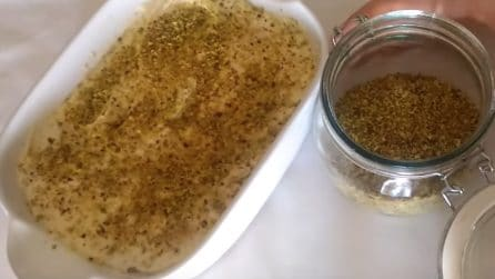 Aggiunge la granella di pistacchio alla crema e prepara un delizioso tiramisù