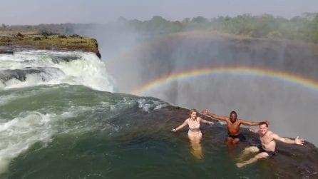 """Un tuffo a 108 metri d'altezza dove l'arcobaleno non dorme mai: """"La piscina del Diavolo"""""""