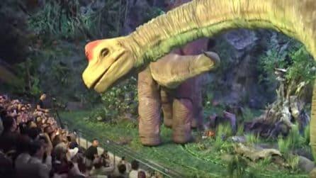 Un salto nel passato: i suggestivi e realistici dinosauri robot
