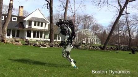 Robocop esiste davvero: il video mentre fa una corsetta al parco