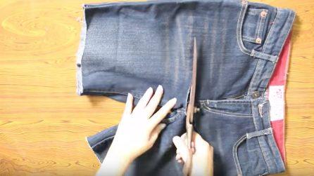 Taglia un paio di jeans e realizza un oggetto che farà felici le donne