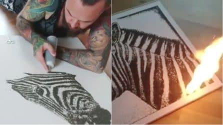 """L'artista crea un disegno con la """"polvere nera"""", poi gli dà fuoco: il risultato vi stupirà"""