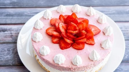 No-Bake White Chocolate Strawberry Mousse Cake