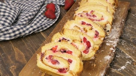 Strawberry brioche roulade: ready in just 30 minutes!