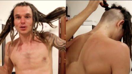 Si fa tagliare i capelli dopo 4 anni: la trasformazione è incredibile