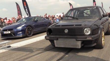 Golf vs Nissan GTR, la sfida in velocità tra due miti dei motori