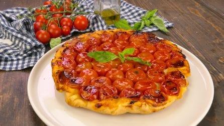 Torta rovesciata ai pomodorini: deliziosa da leccarsi i baffi!