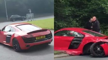 Guida la sua splendida Audi, ma sbaglia la manovra e la distrugge