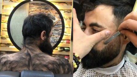 Uomo incredibilmente peloso decide di darci un taglio: il cambio di look è incredibile