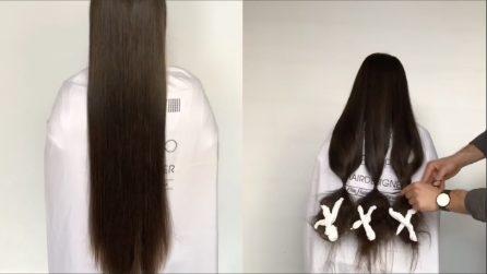 Le lega i capelli in tre ciocche e le taglia: la trasformazione è bellissima
