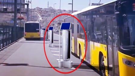 Trasforma il traffico in energia pulita: studente universitario inventa il dispositivo per ripulire le città dallo smog