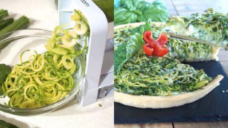 """Crostata salata con """"spaghetti"""" di zucchine: una vera delizia per il palato"""