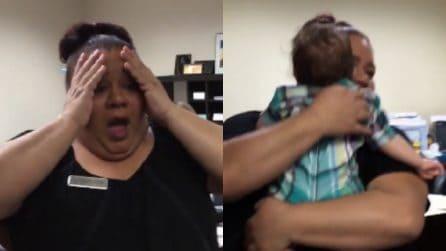 Incontra per la prima volta il suo nipotino: la gioia è immensa