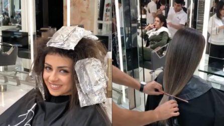 Ha capelli spenti e rovinati: l'hairstylist gli dà nuova vita