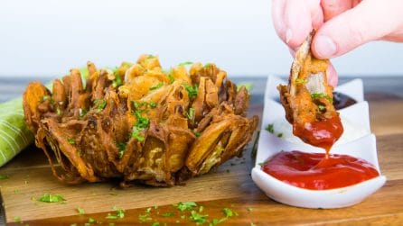 Onion and potatoes flower: to serve blooming flavors on your table!