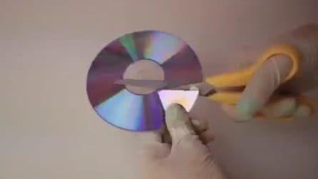 Fa a pezzi un vecchio CD e lo ricicla in pochi minuti: il risultato è fantastico