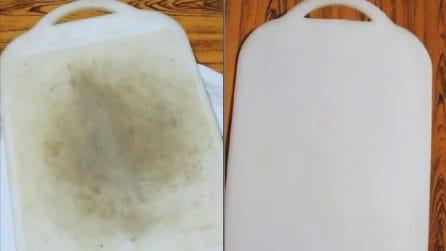 Tagliere di plastica sporco: ecco il metodo naturale per pulirlo