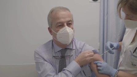 """Prima dose di vaccino somministrata a Franco Locatelli: """"Facciamolo tutti"""""""
