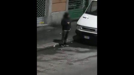 Milano, impugna una pistola e spara in strada: follia di Capodanno in via Padova