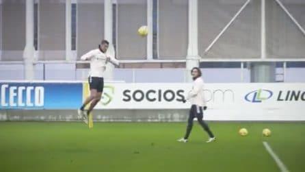 """Cristiano Ronaldo """"spicca il volo"""" in allenamento: che stacco di testa per il portoghese"""
