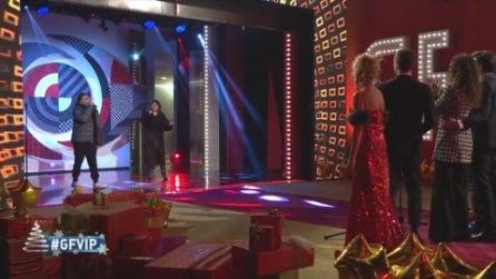 Grande Fratello VIP - Alberto Urso e Arisa si esibiscono davanti ai VIP