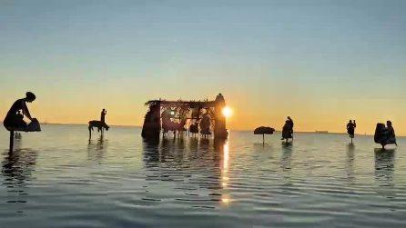 Un presepe emerge dalla acque di Burano e incanta la Laguna di Venezia