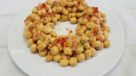 Struffoli fatti in casa: la ricetta dei golosi dolcetti natalizi