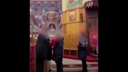 Sacerdote positivo al covid fa bere decine di fedeli dallo stesso calice