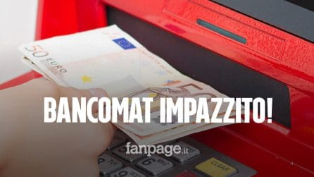 Napoli, bancomat sputa soldi in strada: passante li raccoglie e riconsegna 980 euro