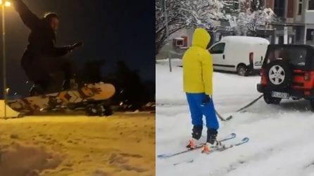 Milano, dopo la nevicata c'è gente che scia in strada