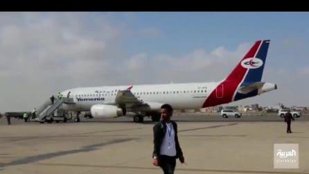 Yemen, esplosioni all'aeroporto di Aden: almeno 13 morti e dozzine di feriti