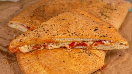 Giant calzone: everyone will love this recipe!
