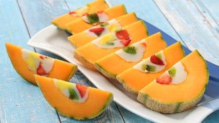 Ecco come servire un dessert direttamente in un melone cantalupo!