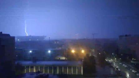 Maltempo, temporale si abbatte su Milano: tuoni e fulmini sullo stadio San Siro