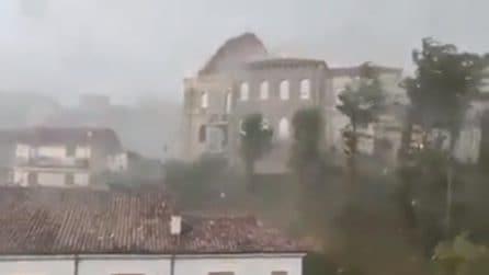 Tromba d'aria a Verona: il vento scoperchia la casa