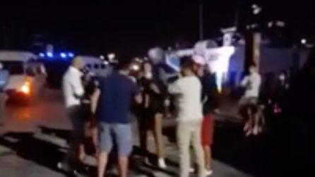 Lampedusa, altri 450 sbarchi: i cittadini protestano