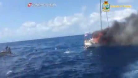 Crotone, esplode barca di migranti: le immagini drammatiche