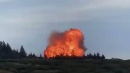 Enorme esplosione si vede da lontano: il razzo si ferma in aria e poi precipita al suolo