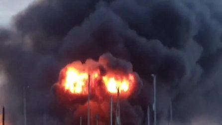 Esplosione industriale e mega incendio: i soccorsi dei vigili del fuoco