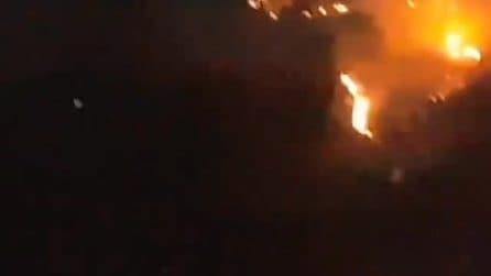 Salerno, incendio Monte Stella: le fiamme impressionanti