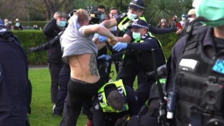 Coronavirus, a Melbourne protesta in piazza contro le restrizioni