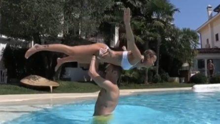"""""""Volevo sentirmi come Baby"""", ma il risultato è un disastro: siparietto in piscina di Federica Pellegrini"""
