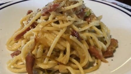 Spaghetti con pancetta e nocciole: la ricetta del primo piatto straordinario