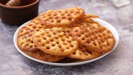 Come fare delle frittelle golose con uno schiacciapatate!