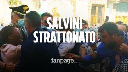 Pontassieve, Salvini strattonato da una 20enne: strappata camicia e rosario
