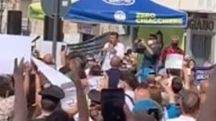 Torre del Greco, arriva Salvini: contestato tra fischi e cori