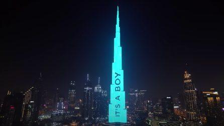 Influencer pagano 100mila dollari per colorare il Burj Khalifa e rivelare il sesso del loro bambino